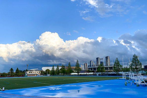 雨上がりの空、多摩川夕景